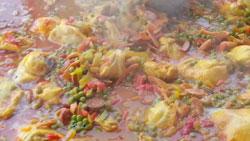préparation d'un bouillon de paella -M- Traiteur Toulon Var 83